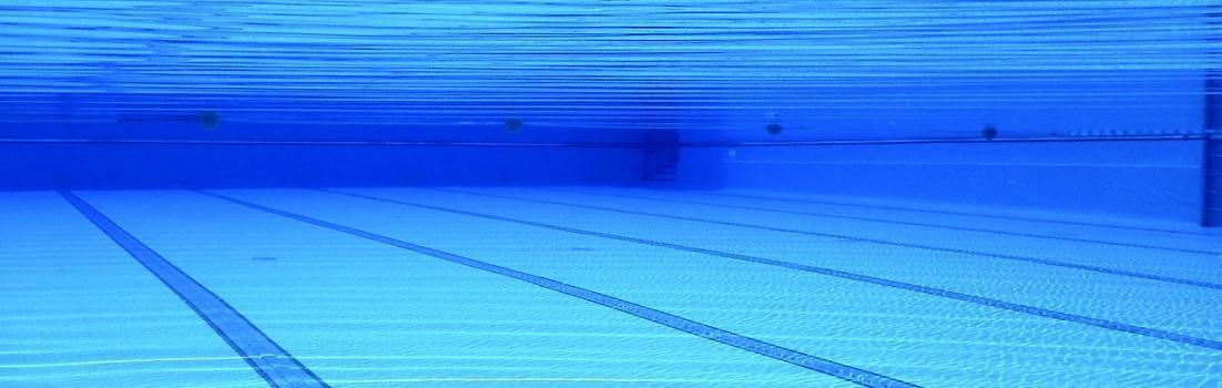 Unter Wasser in einem Schwimmbecken
